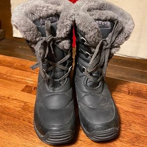 UGG Quilted Adirondack Style Grey Boots 7